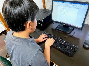 将来アナウンサーになるためにパソコントレーニング中
